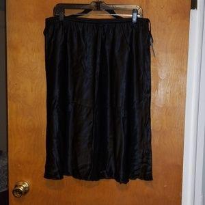 Avenue Silky Skirt Size 14/16